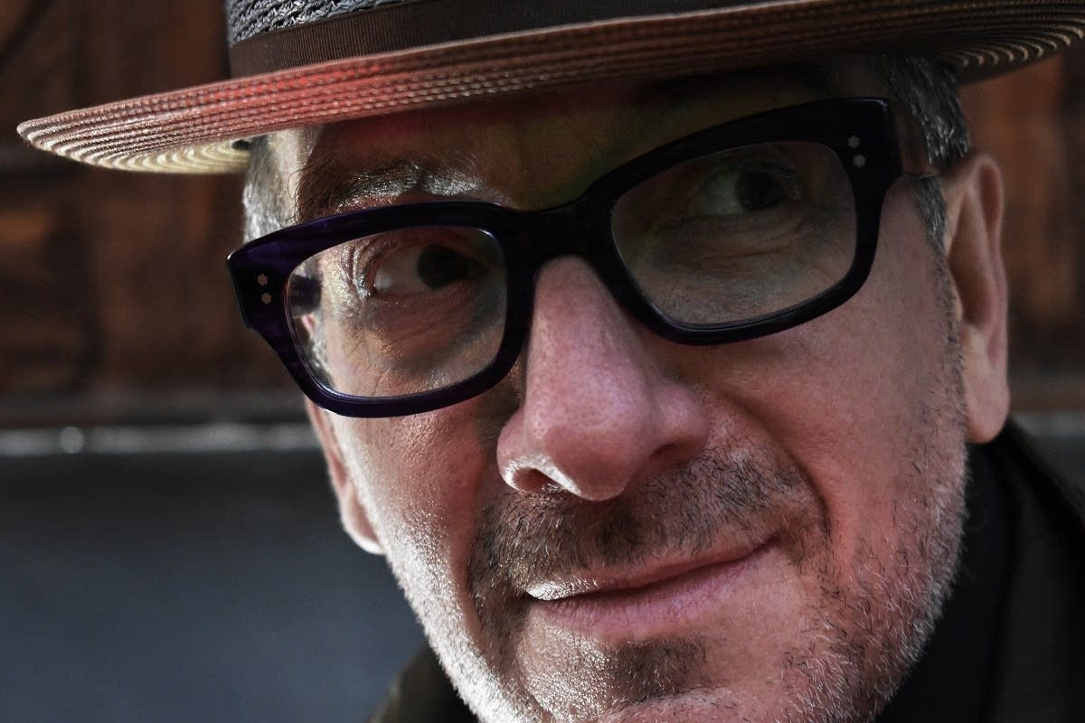 Elvis Costello 2019 press photo