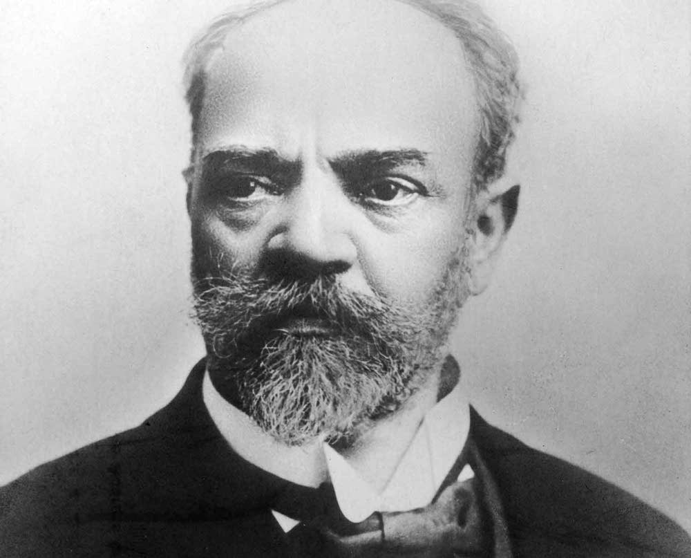 antonin dvorak Biography dvořák was born in nelahozeves near prague where he spent most of his life he studied music in prague's organ school at the end of the 1850s, and through the 1860s played viola in the bohemian provisional theatre orchestra which was from 1866 conducted by bedřich smetana.