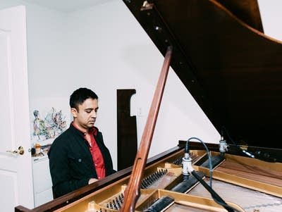 71a803 20170607 vijay iyer playing piano at home 03