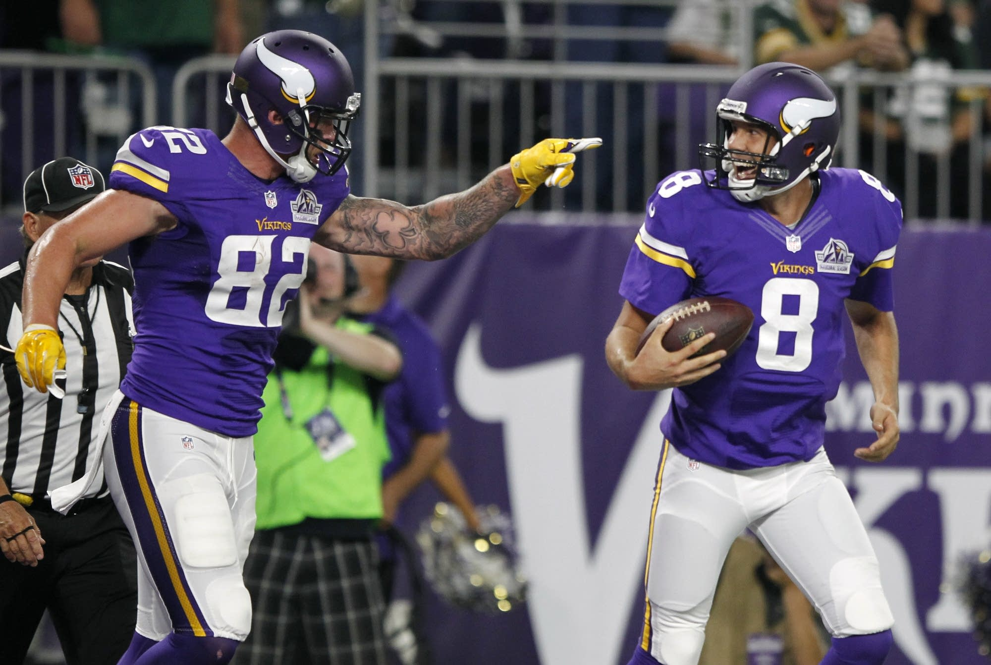 8600bc63d5d Bradford trumps Rodgers in debut as Vikes beat Pack 17-14 | MPR ...