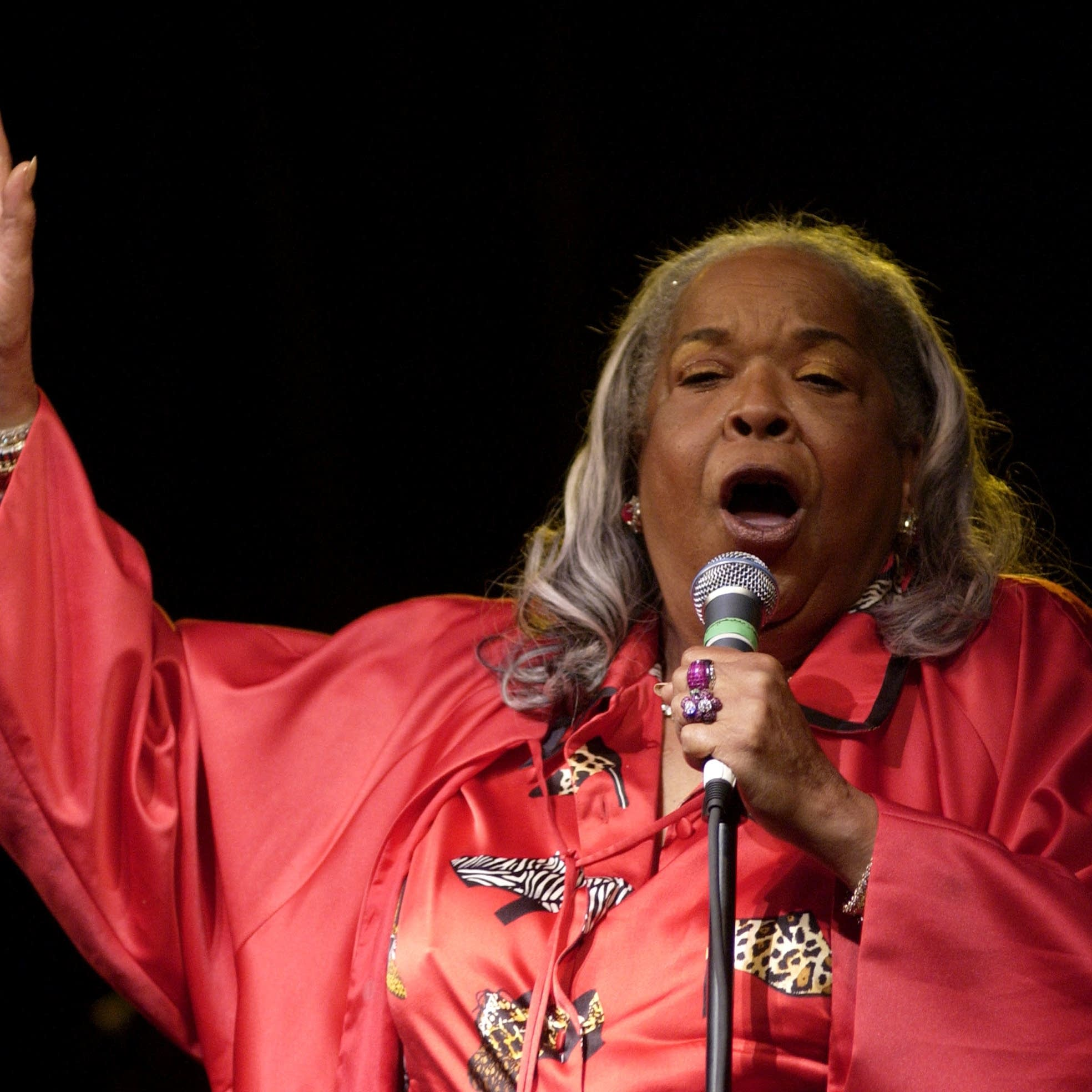 Della Reese performs at B.B. King's 80th birthday celebration in 2005.