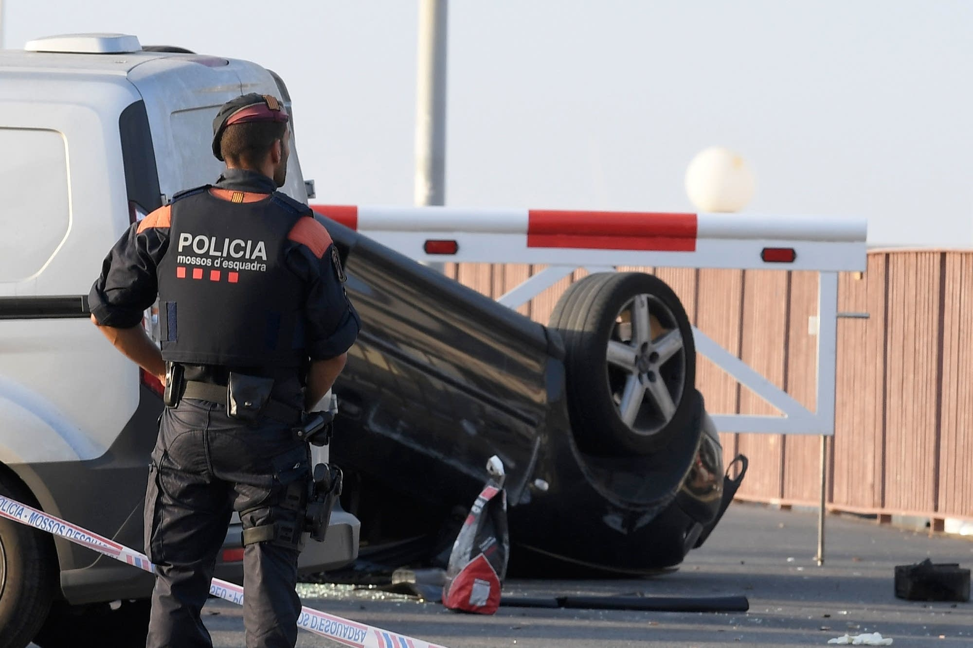 Police Removes Car Used By Attackers In Cambrils