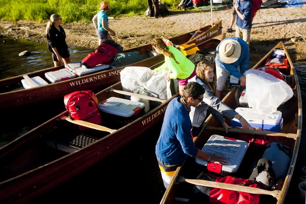 Packing canoes