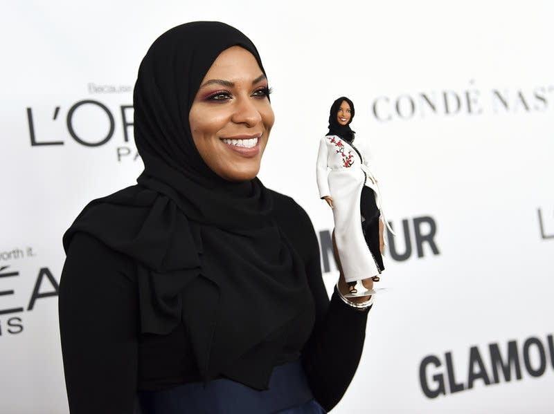 Ibtihaj Muhammad holds a hijab-wearing