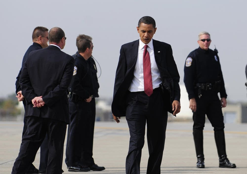 Barack Obama boarding his campaign plane