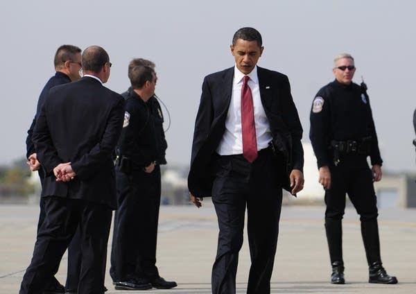 Barack Obama boarding his campaign plane