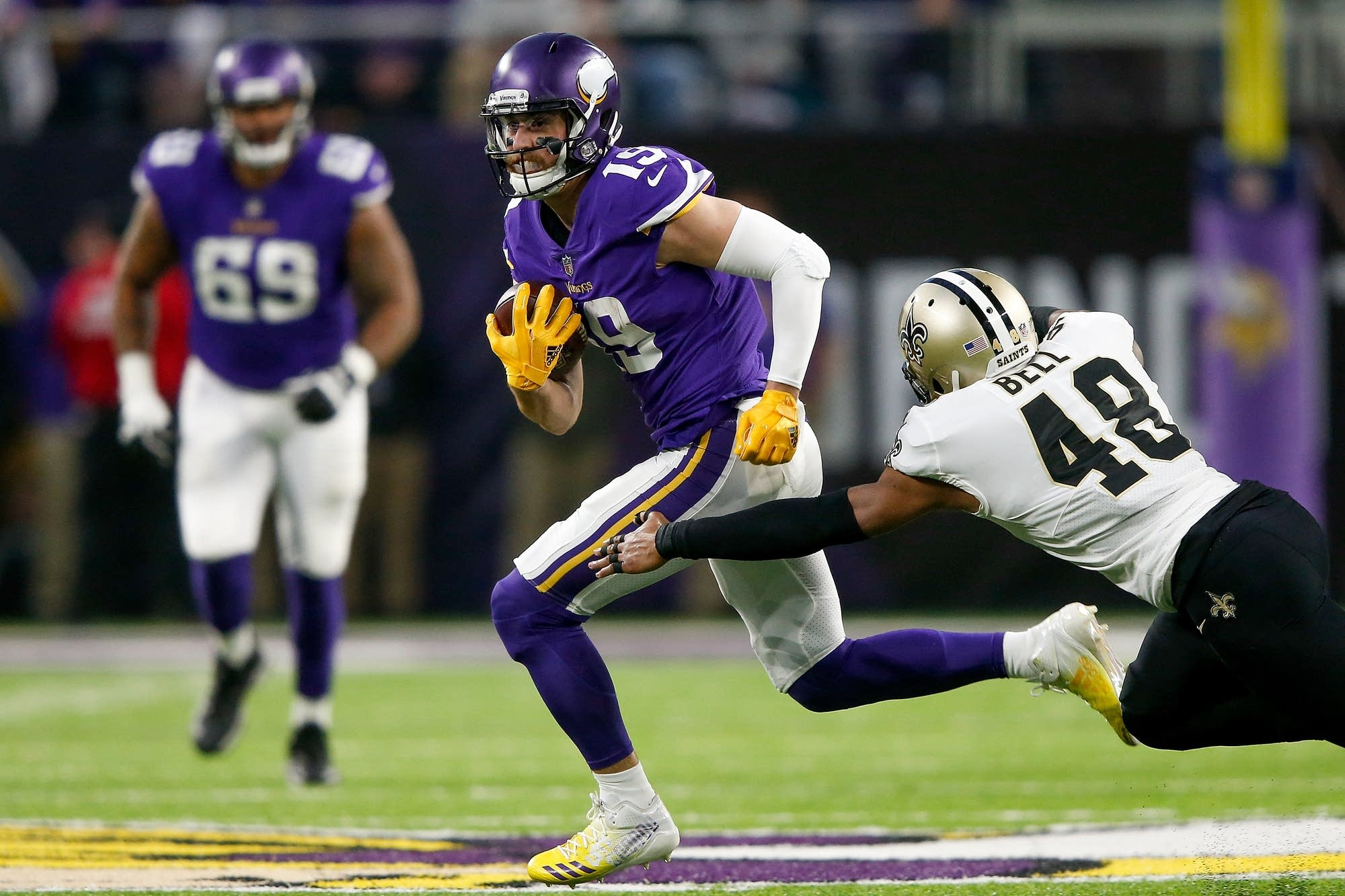 Adam Thielen of the Vikings breaks a tackle from Vonn Bell of the Saints.