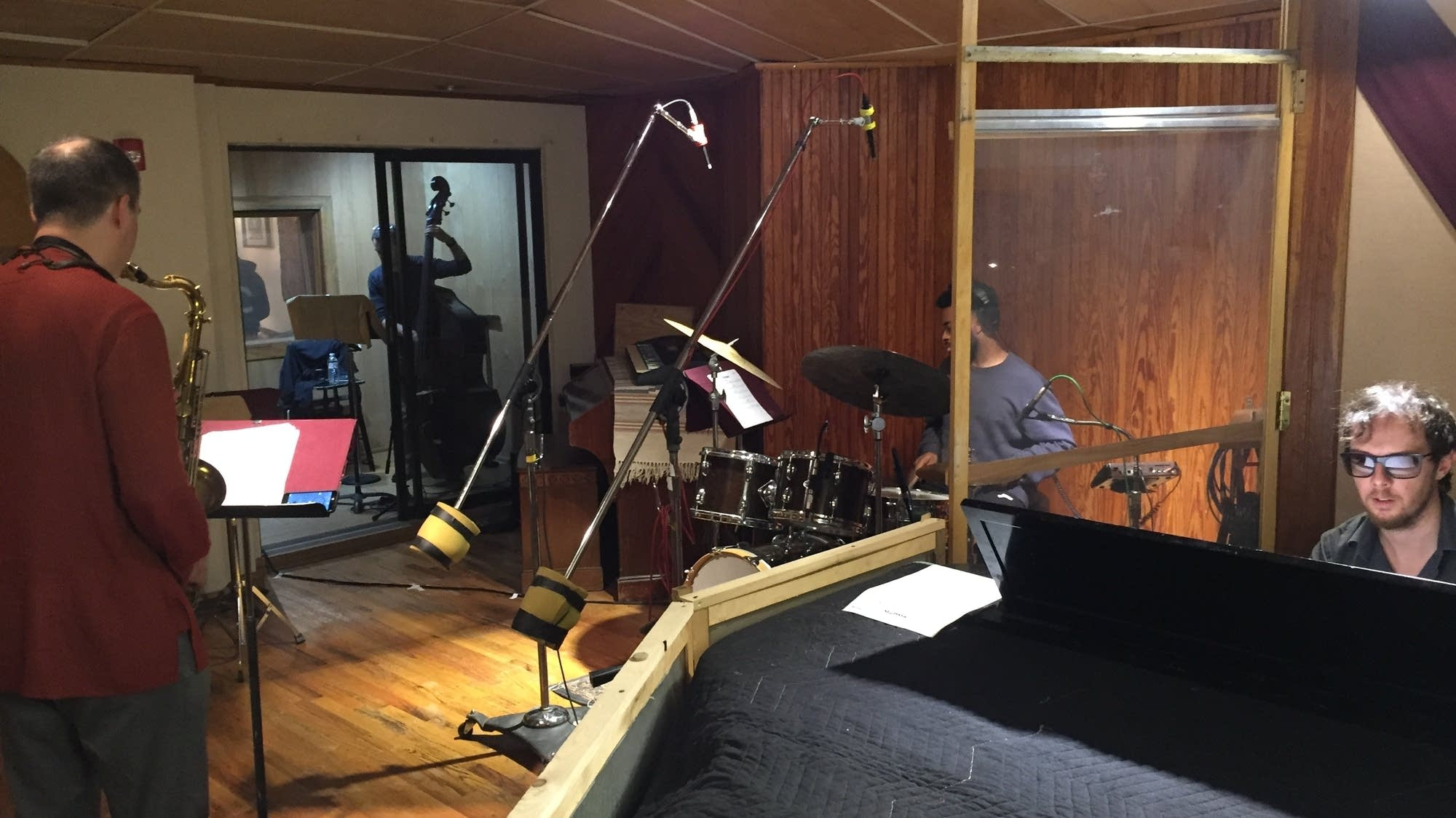 Arun luthra and band in recording studio