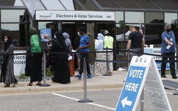 Minneapolis voters line up to vote