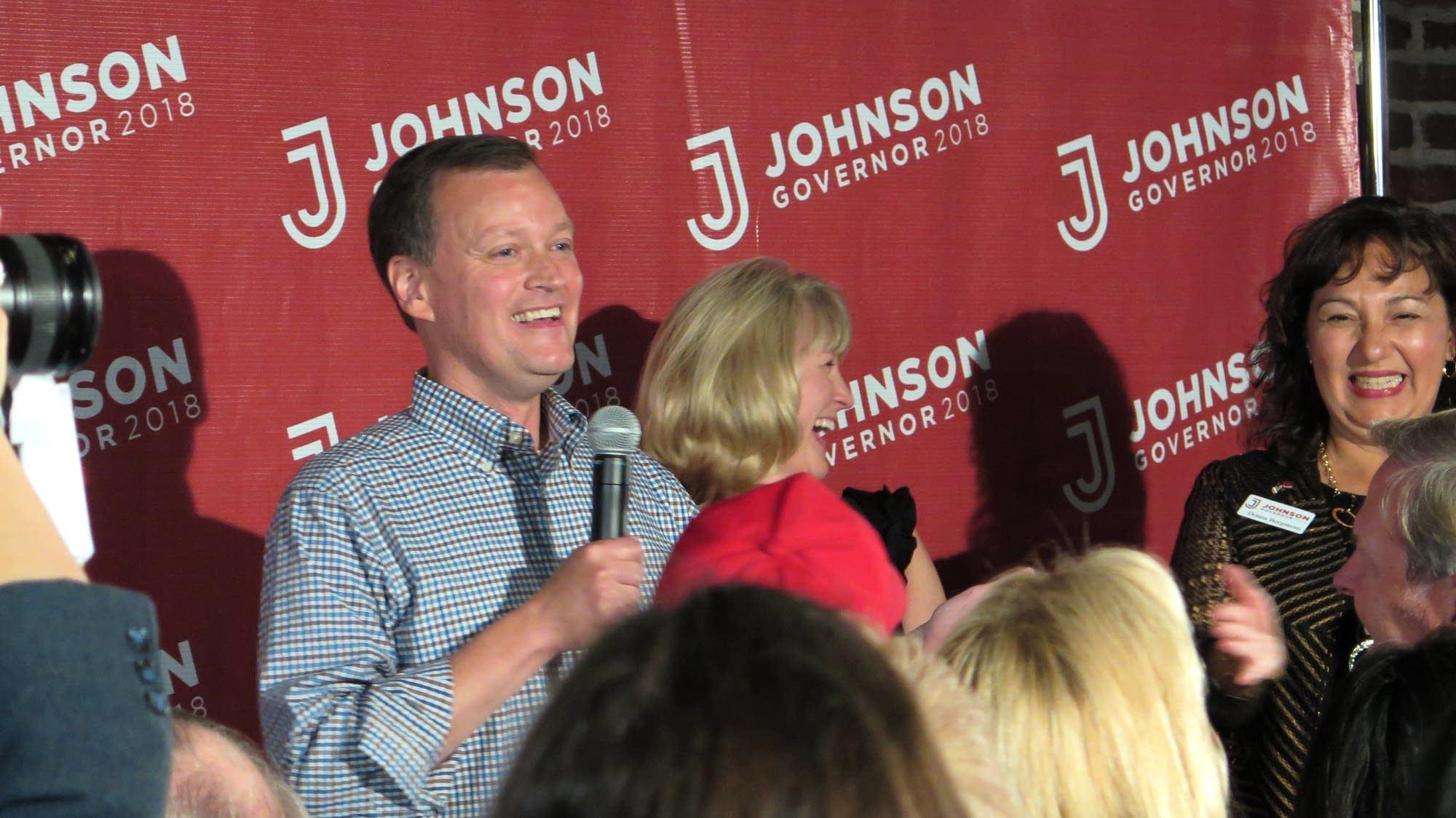 Jeff Johnson celebrates his primary victory over Tim Pawlenty.