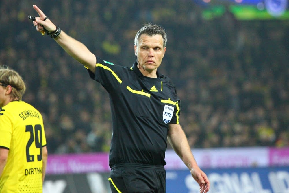 referee, michael weiner, bundesliga
