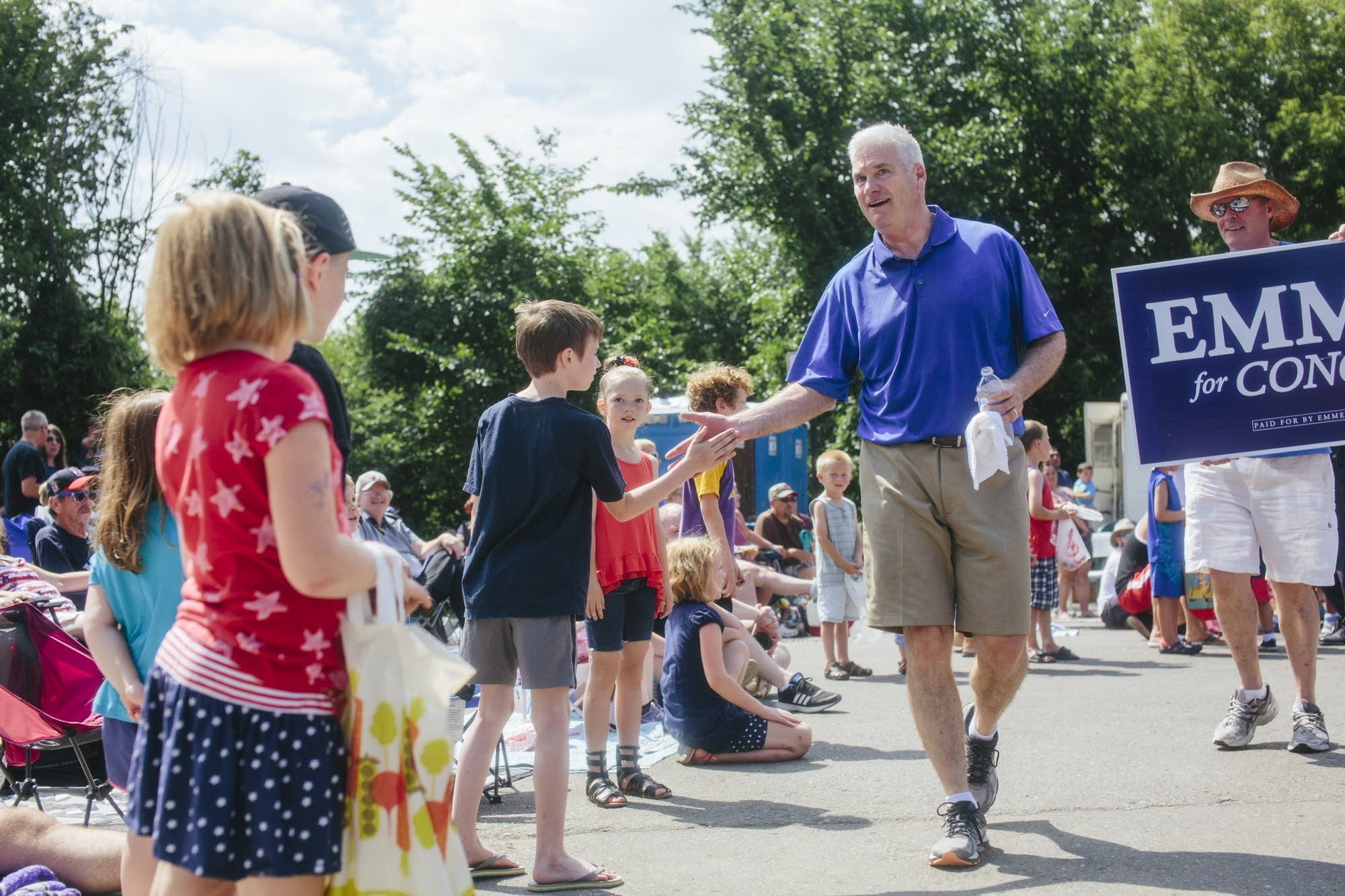 Tom Emmer high-fives children.