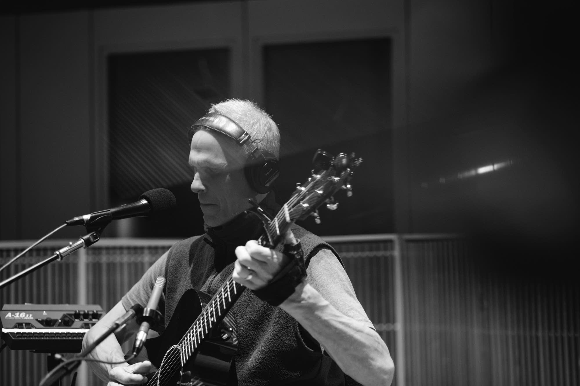 Peter Mayer performs at Radio Heartland