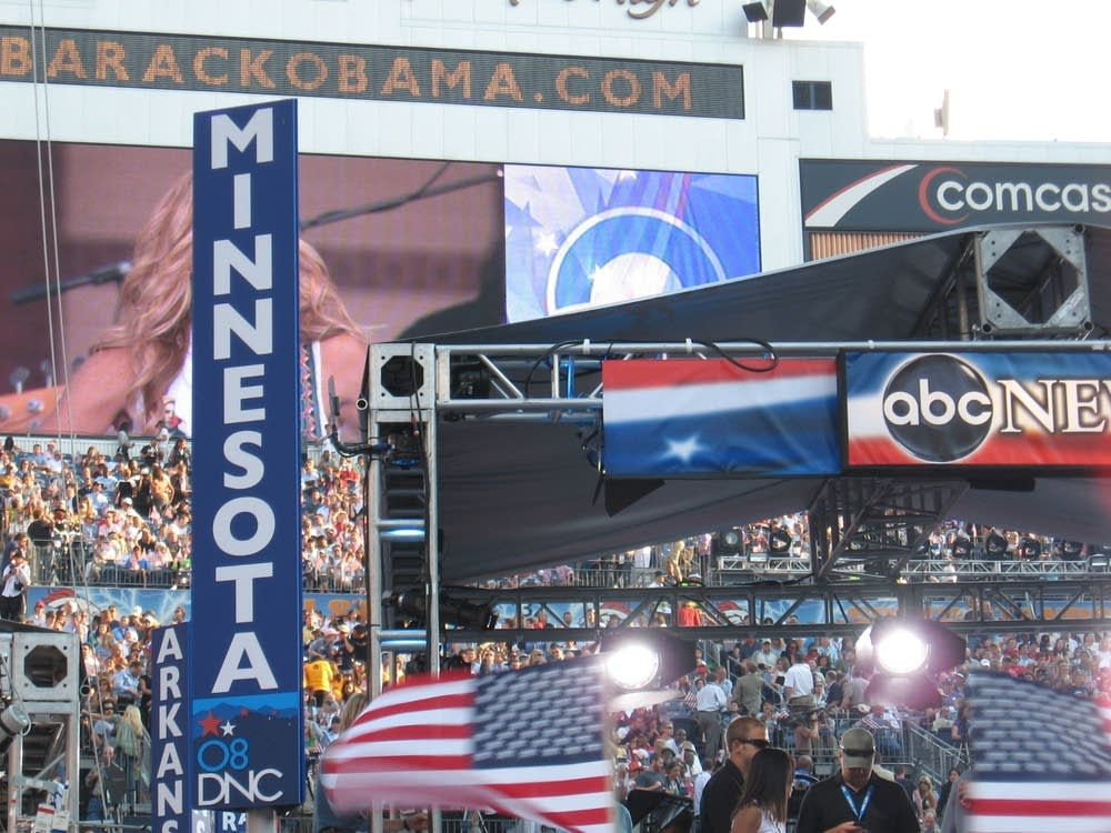 Minnesota delegation sign at Invesco Field