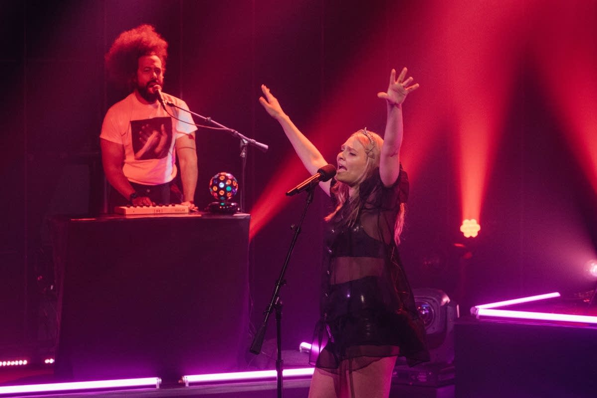 Cherry Glazerr with Reggie Watts perform on 'The Late Late Show'