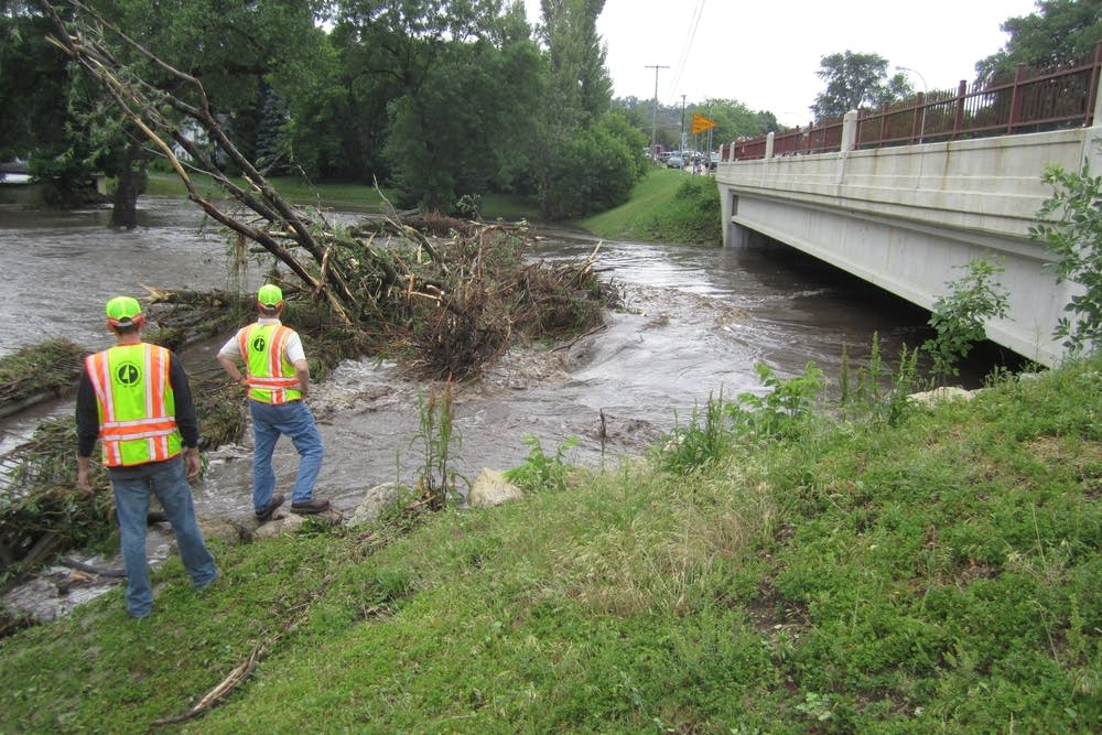 Crews inspect bridge