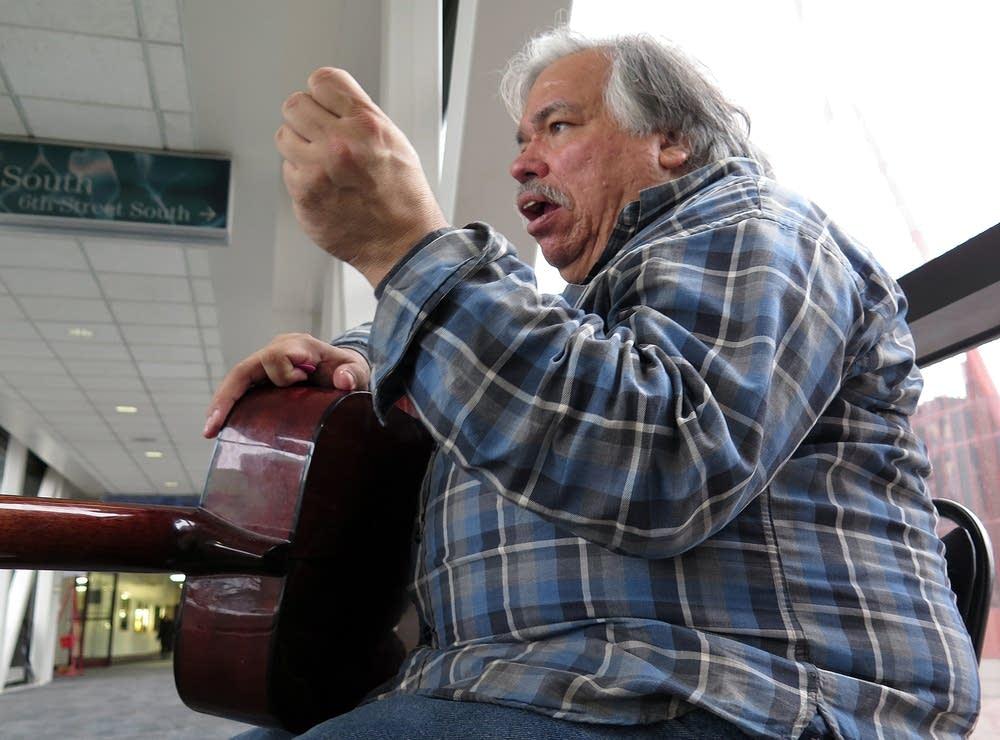 Larry Havluck sings in the Minneapolis skyways.