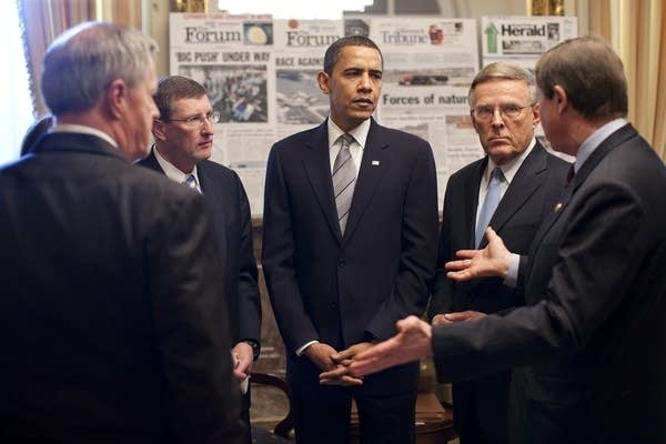 Obama meets with lawmakers