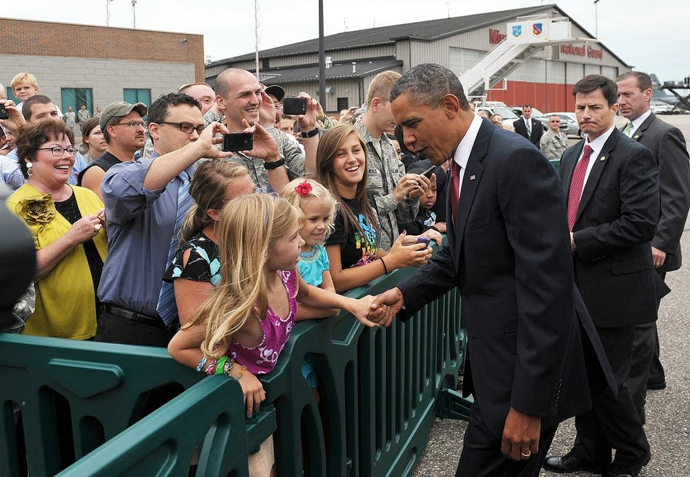 Obama greets Minnesota supporters