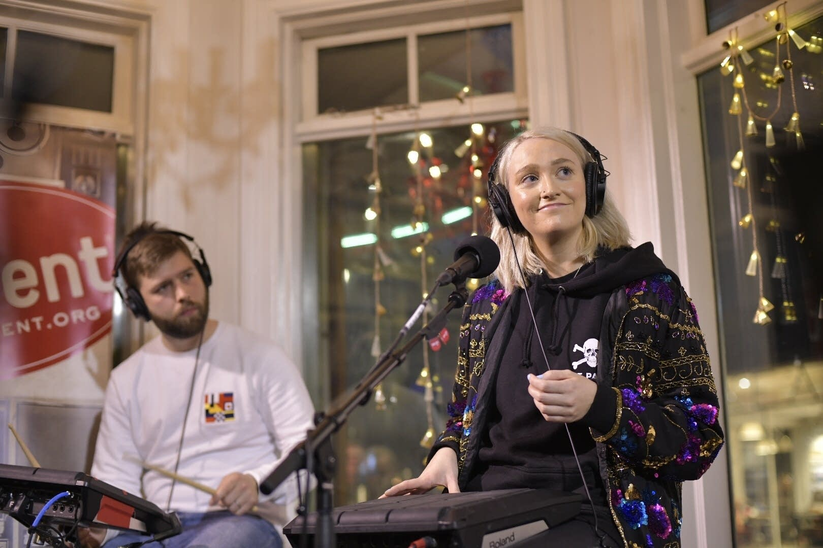 Hildur talking to Mark Wheat at Iceland Airwaves