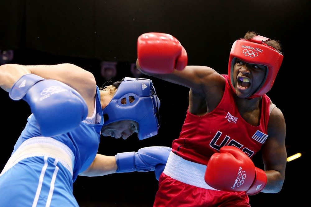 Claressa Shields (R) of the United States