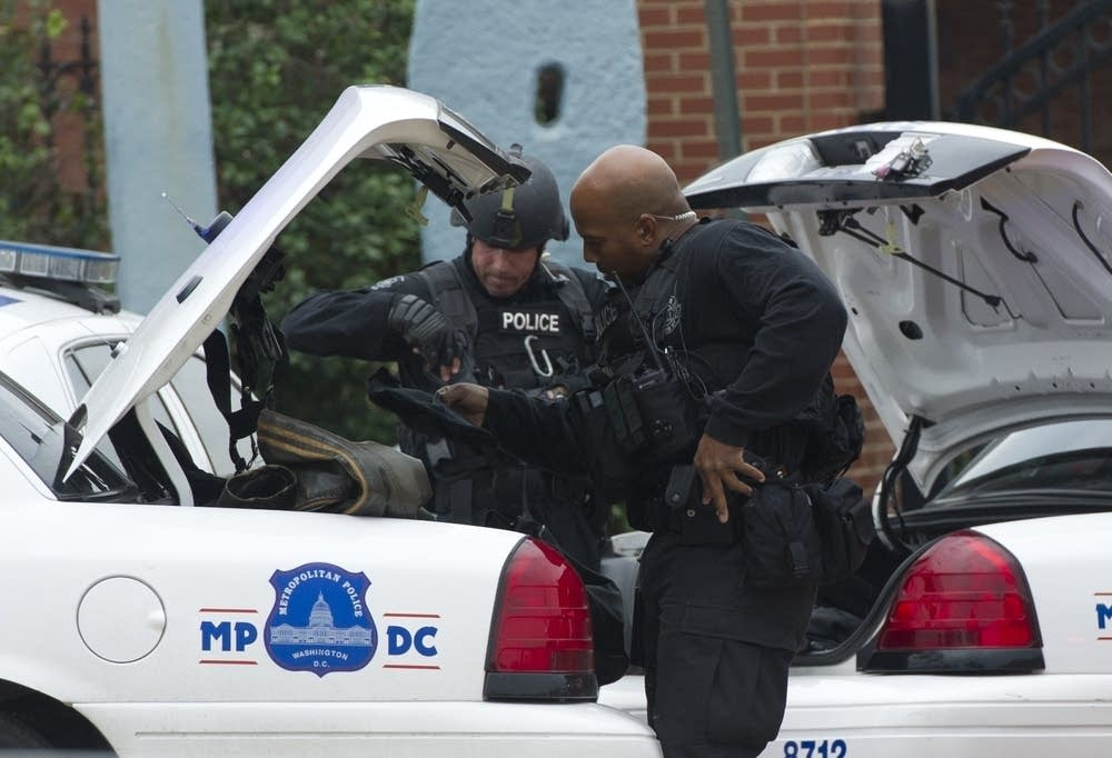 Police at the scene of the Navy Shipyard shooting