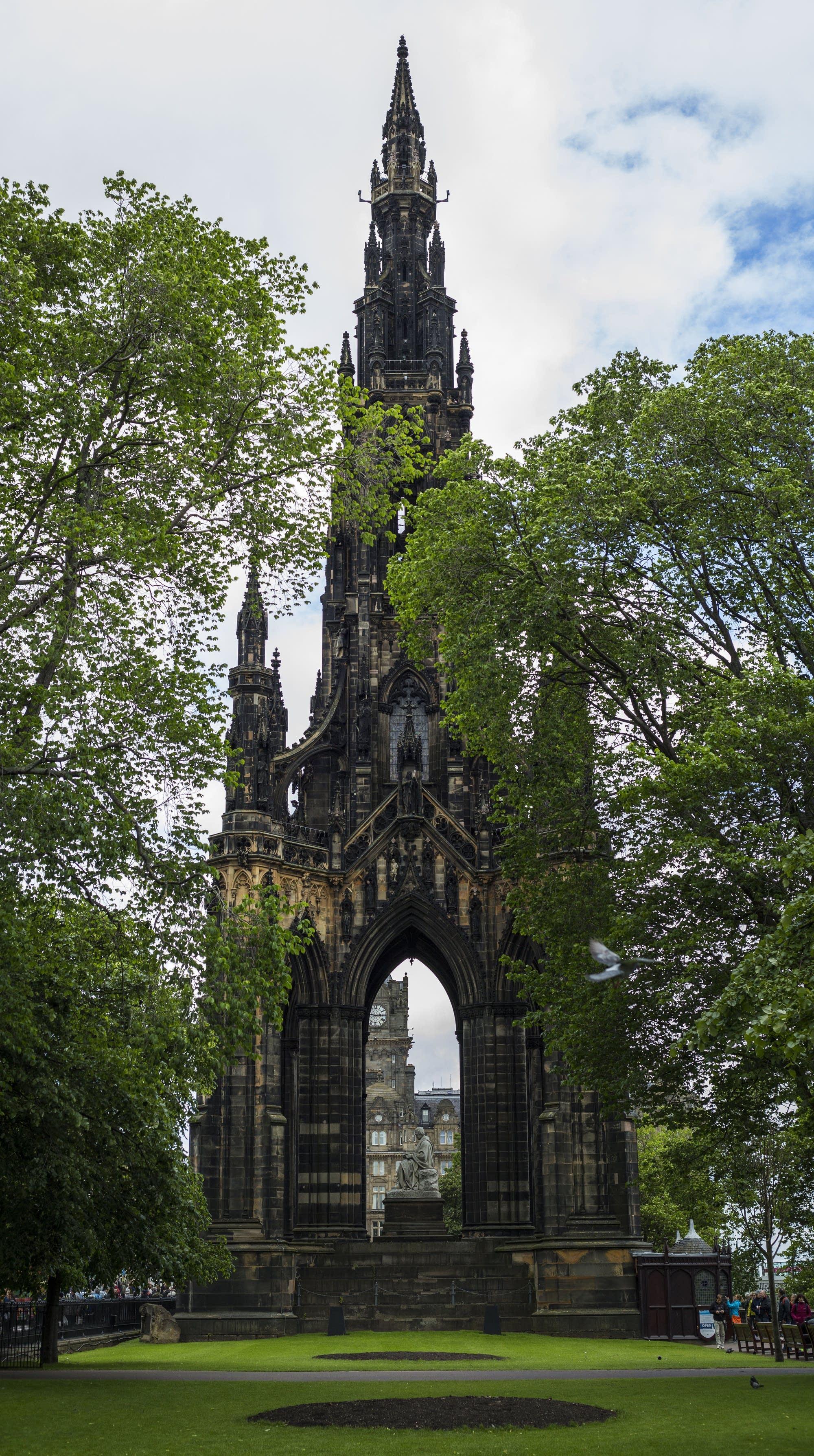 Edinburgh - 42 - Walter Scott monument
