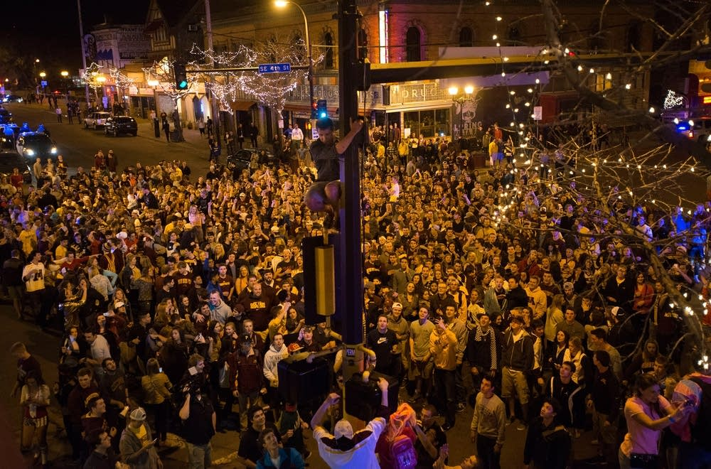 The crowd in Dinkytown