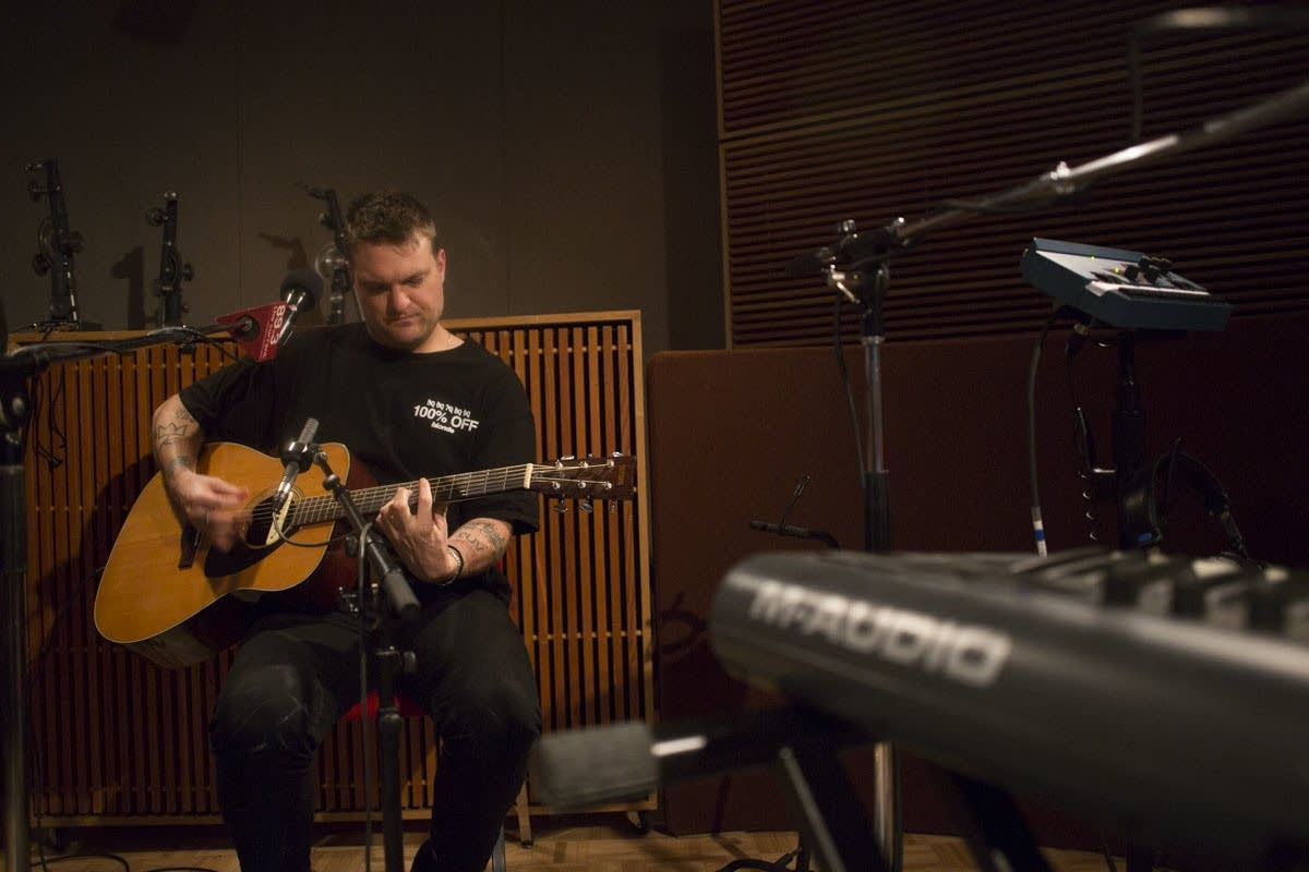 Cold War Kids perform an acoustic set in studio