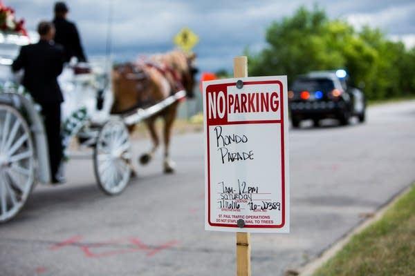Rondo parade signs