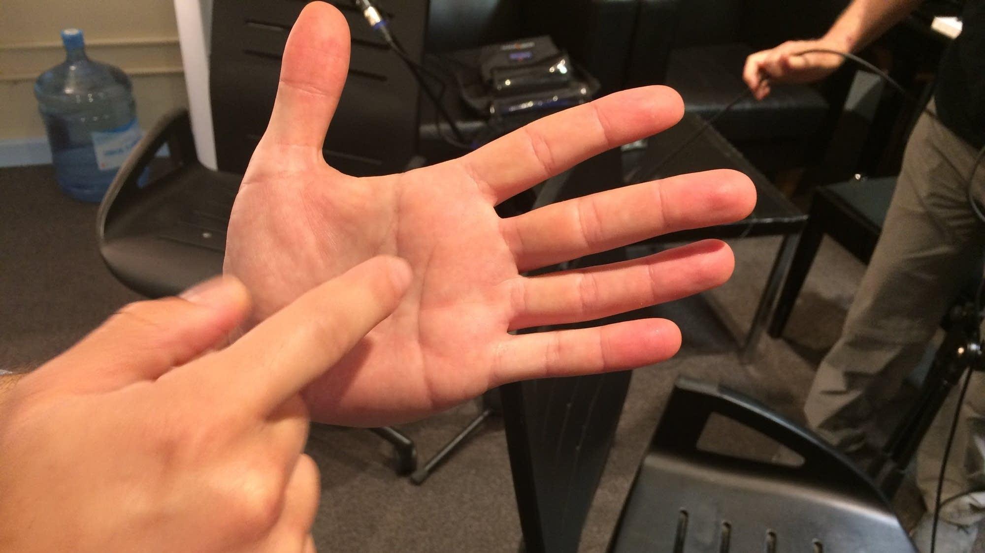 Inon Barnatan's hand