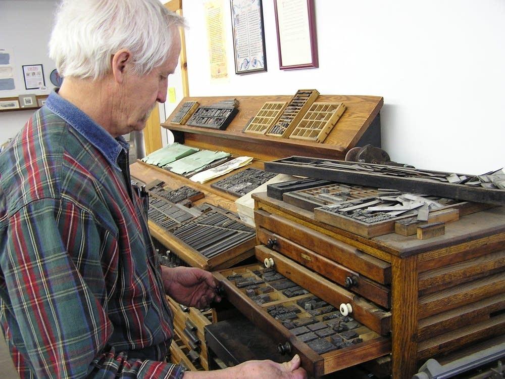 Hand-set type