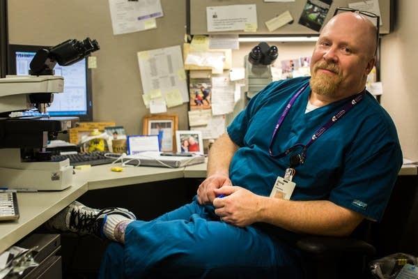 Cytotechnologist Doug Soltis