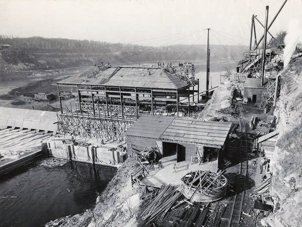 St. Paul's Ford hydropower plant being built, 1923