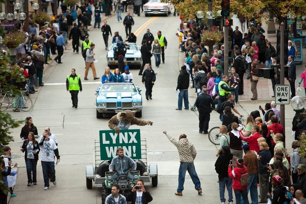 Fans celebrate the Lynx championship
