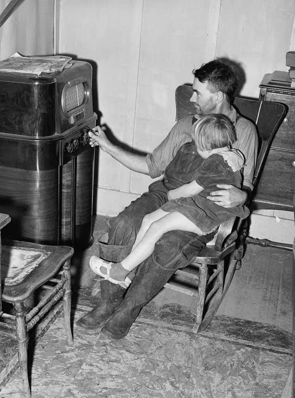 listening_1940