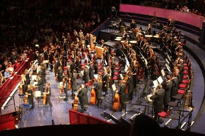 7c40df 20160112 applauding the orchestra