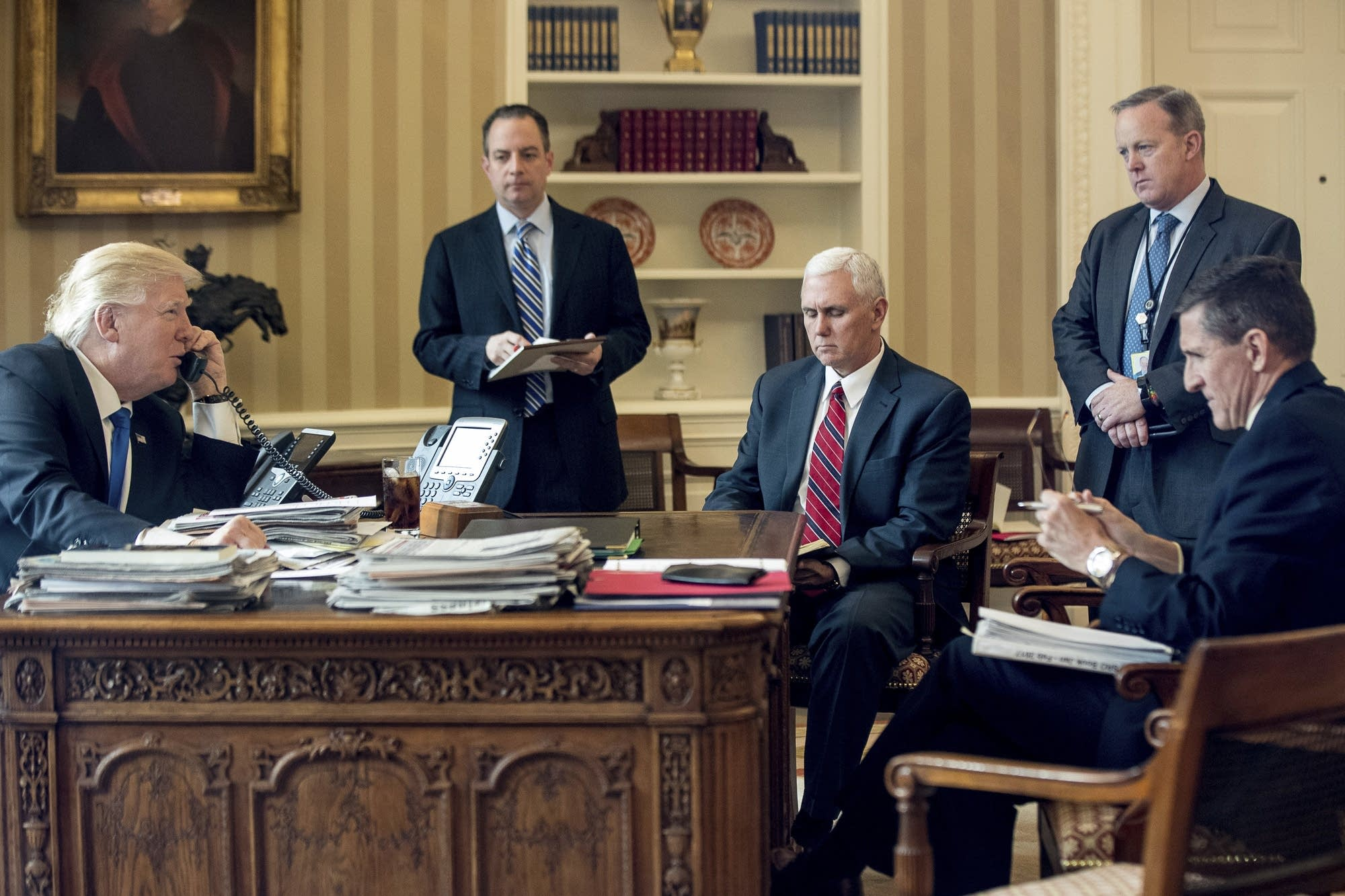 Donald Trump, Reince Priebus, Mike Pence, Sean Spicer and Michael Flynn