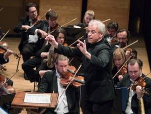Osmo Vanska conducts the Minnesota Orchestra