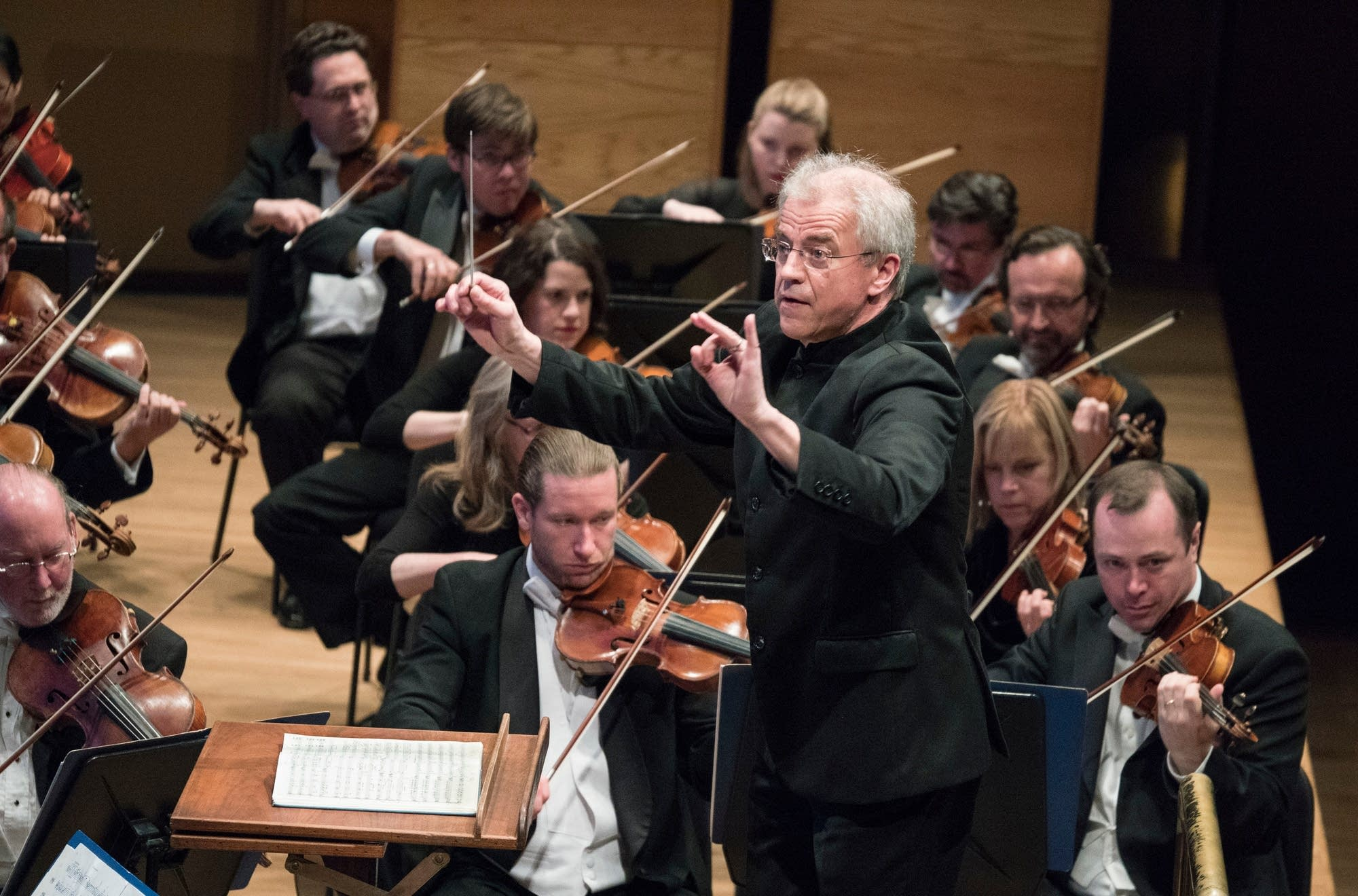 Osmo Vanska conducts the Minnesota Orchestra