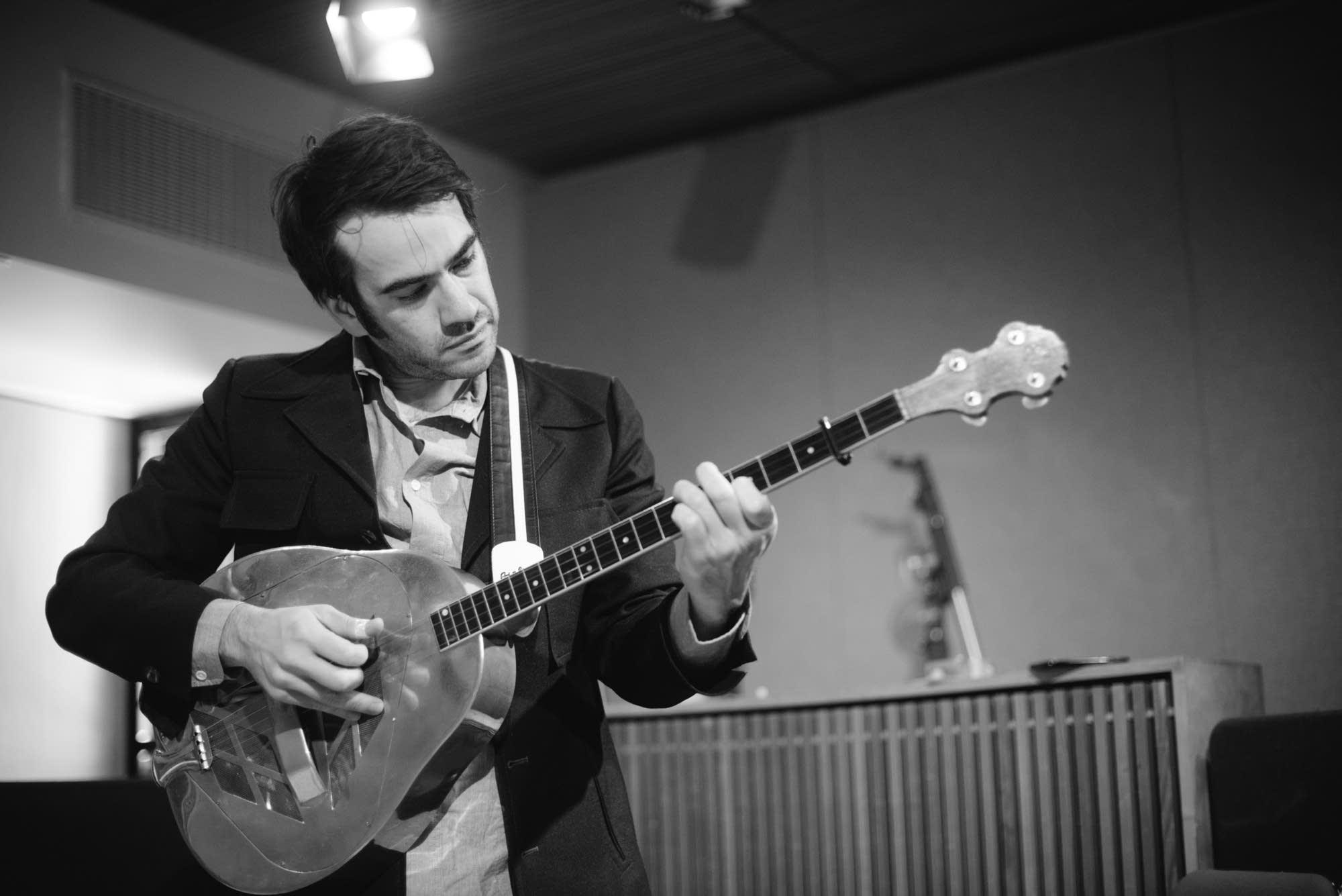 Noam Pikelny performs at Radio Heartland
