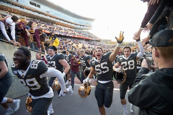 Gophers players celebrate defeating the Maryland Terrapins.