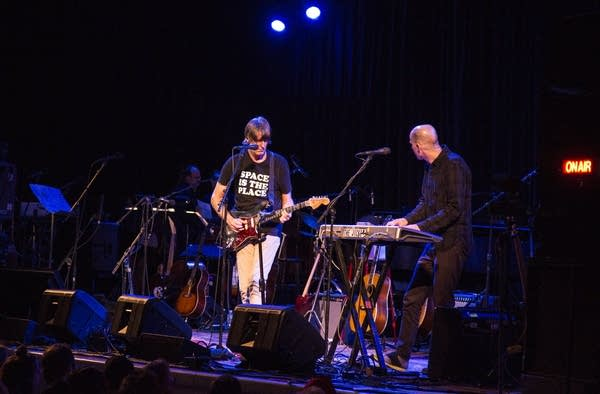 "Stephen Malkmus and The Jicks perform ""Middle America"""