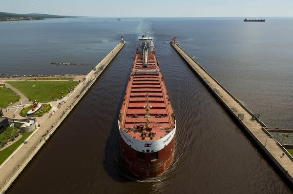Thunder Bay passes through the Duluth ship canal
