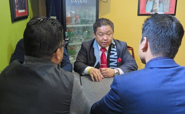 Mayoral candidate Dai Thao meets with some immigrant community leaders.