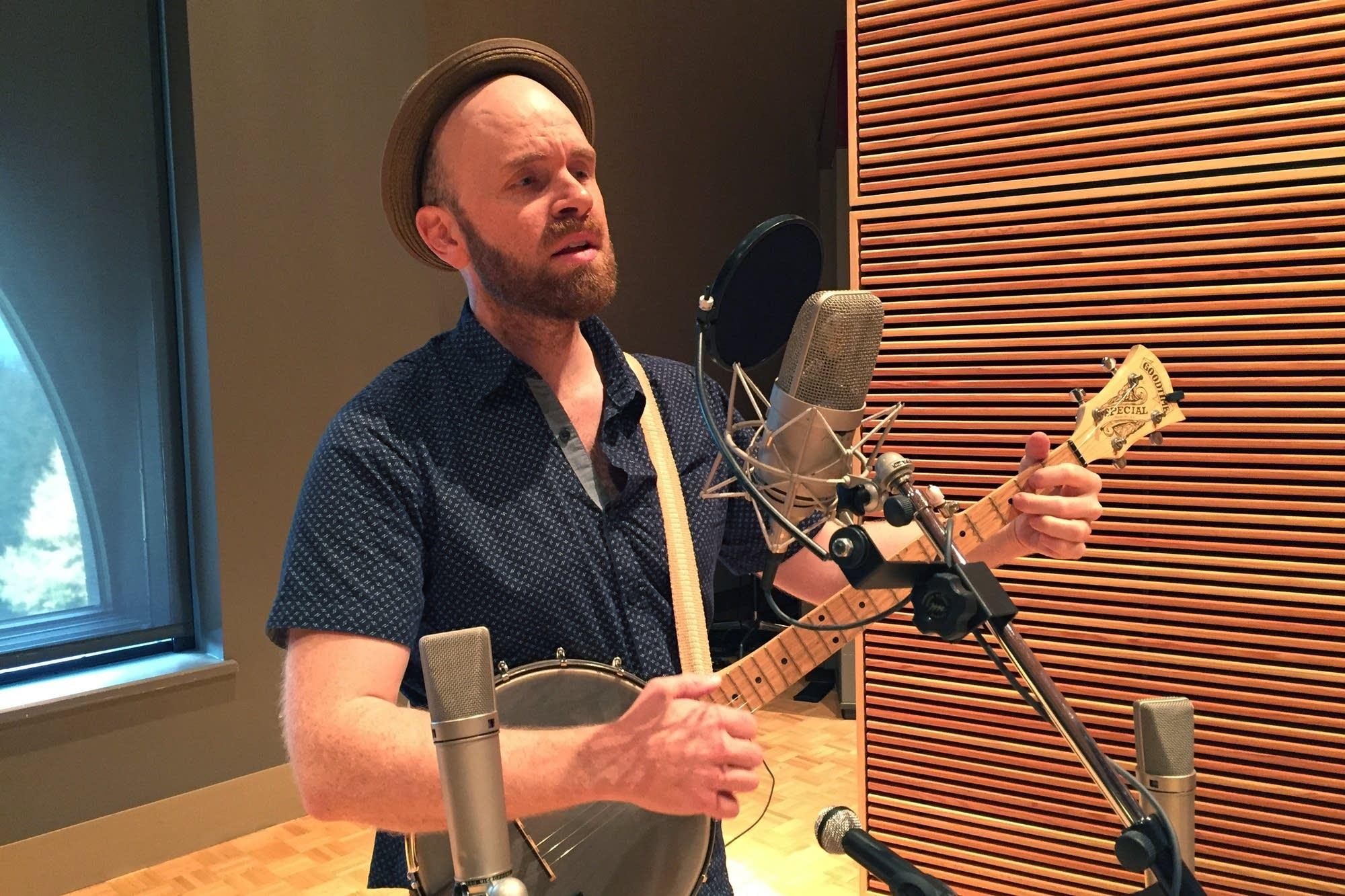 Robinson & Rohe perform in the Radio Heartland studio