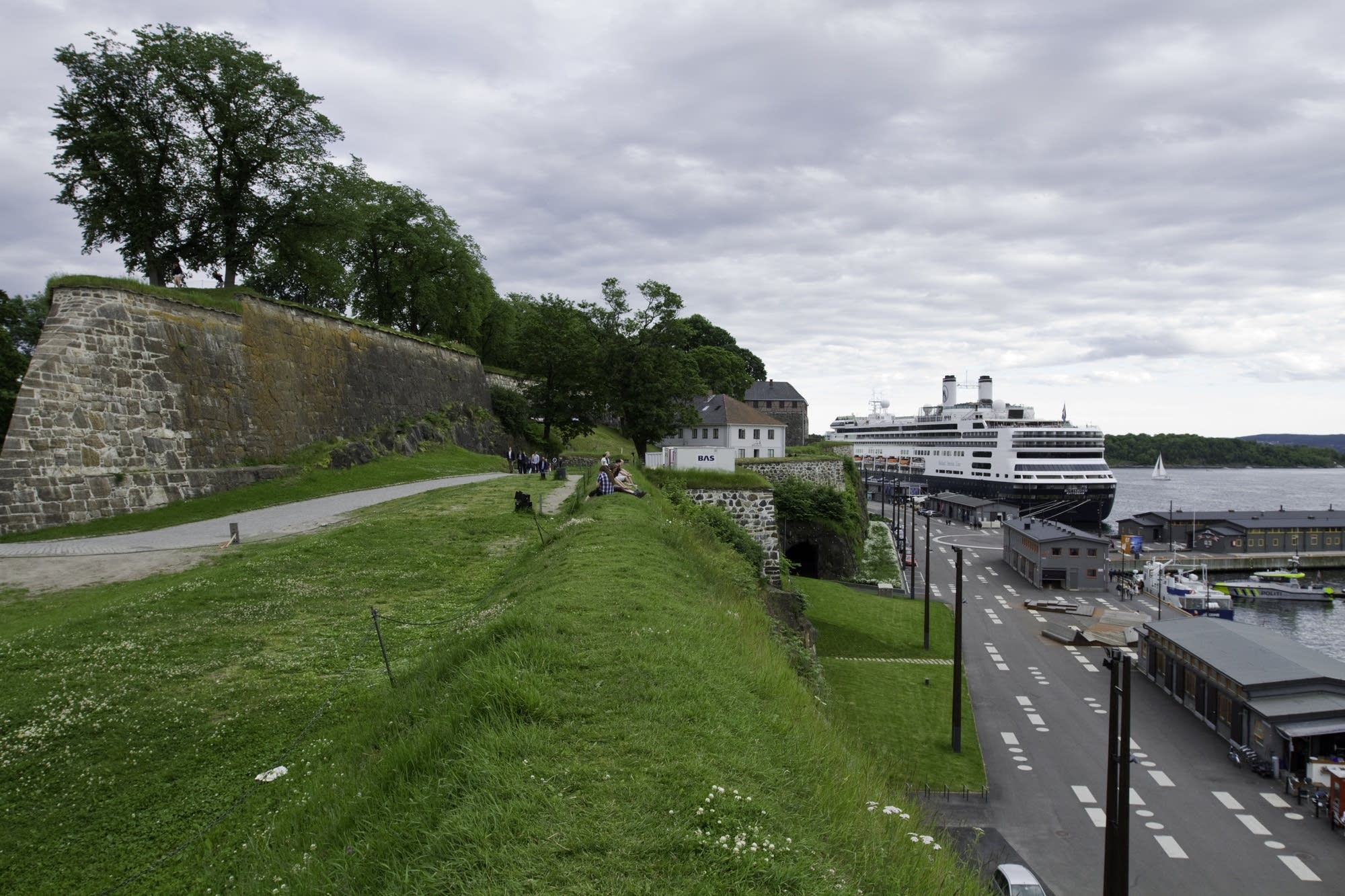 Oslo - 34 - Rotterdam and hill