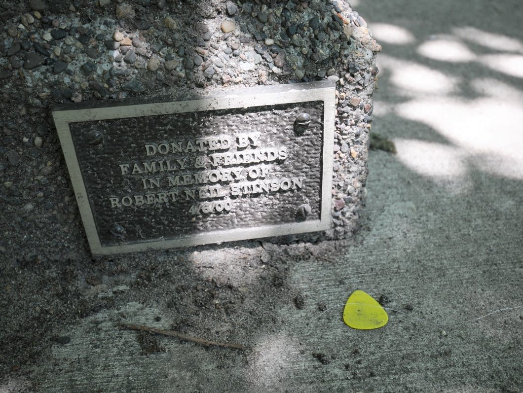 Plaque on Bob Stinson memorial bench.