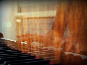 Reflection of fingers in piano