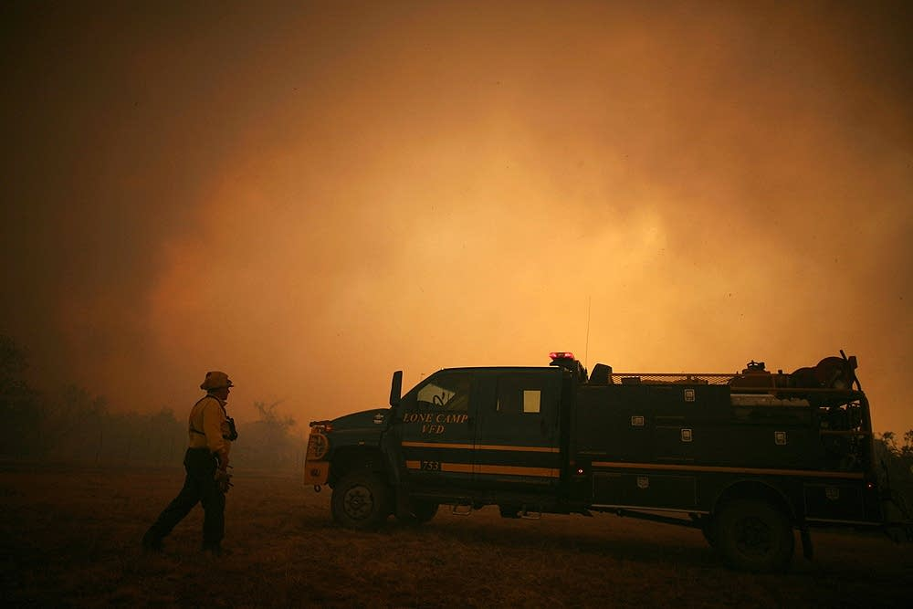 Crews battle Texas wildfires